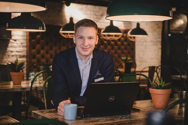 – Aloitin osuuskaupan tiskarina 18-vuotiaana, Original Sokos Hotel Kotkan Seurahuonetta ja Original Sokos Hotel Vaakunaa Kouvolassa johtava Järvinen kertoo.