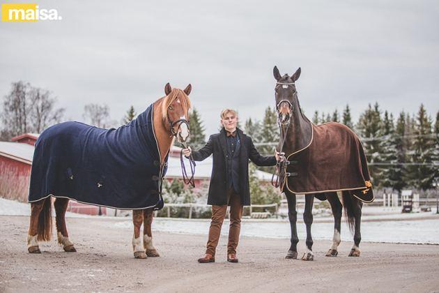 Kuvassa Sessa ja suomenhevosori Donny, joka on yksi Arvin kisattavista hevosista, jonka omistaa Heidi Jokinen